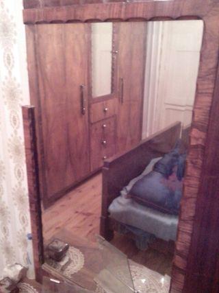 Dormitorio armario, cómoda dos mesillas y cama x. XIX