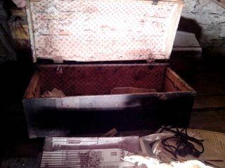 Antiguo baúl de madera s. XIX a restaurar