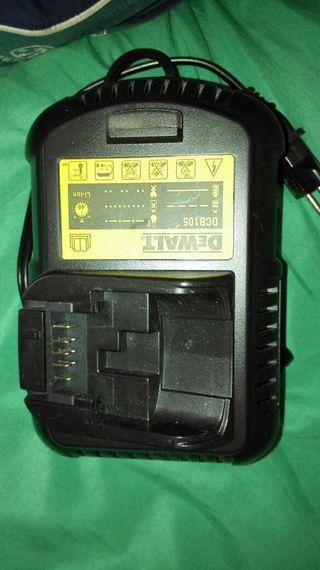 Cargador Dewalt DCB105