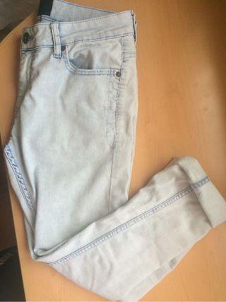 Pantalones largos. Se pueden doblar de abajo.