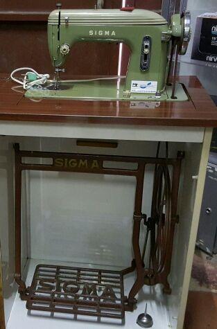 .máquina de coser sigma de pedal y mueble