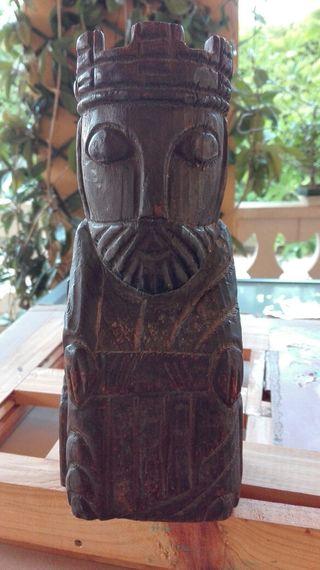 Figura antigua de madera
