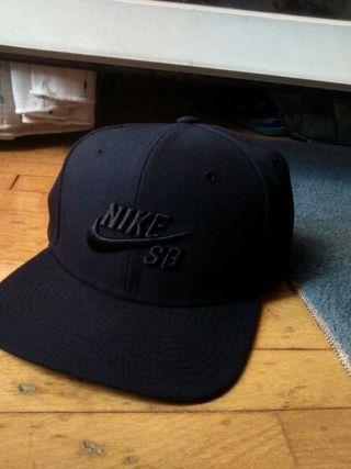 Gorra Nike negra de segunda mano en la provincia de Madrid en WALLAPOP 9879c09f8b7