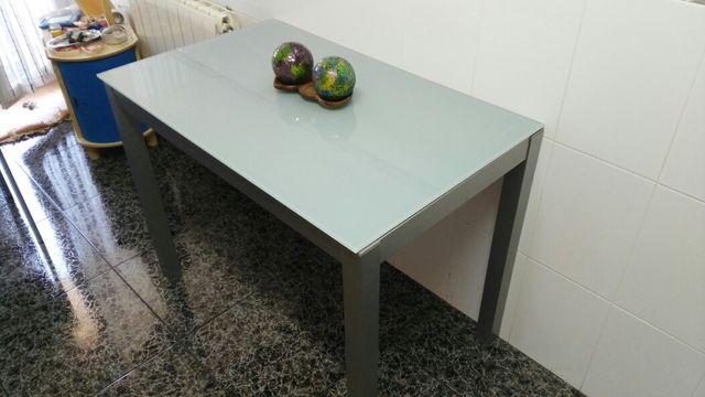 Mesa y 4 sillas cocina diseño de segunda mano por 425 € en Igualada ...