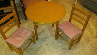 Conjunto de mesa con dos sillas de anea