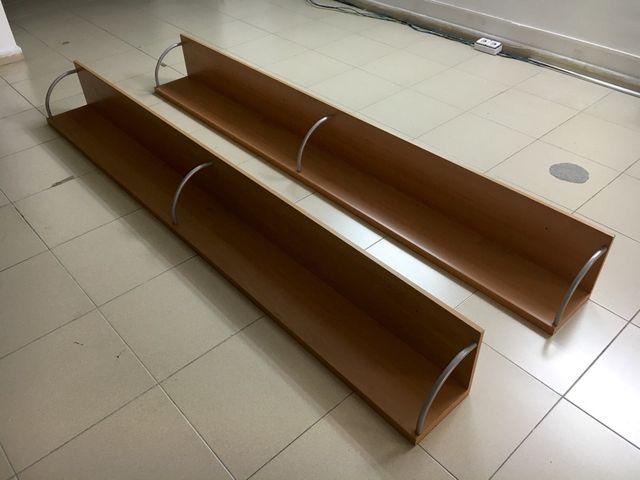 2 estanterias de pino 250 cms.