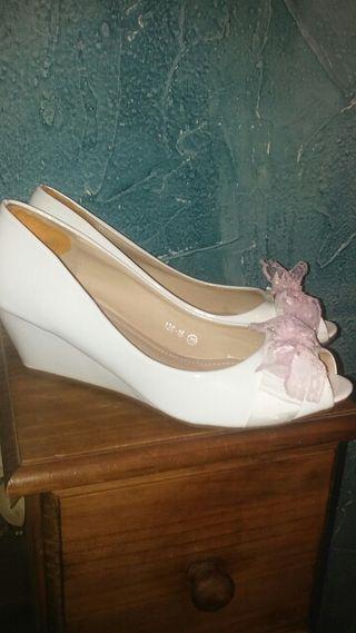 Zapatos blancos. Núm. 39