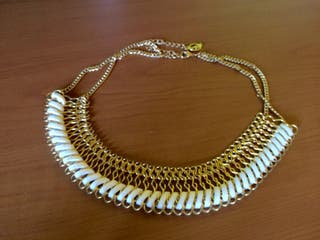 Collar stradivarius