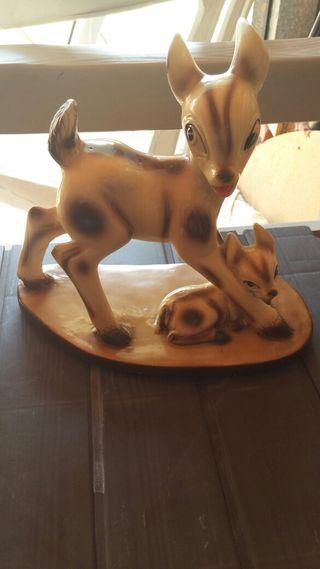 Figura de Bambi con su madre