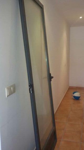 Puertas de aluminio con crital doble climalit.