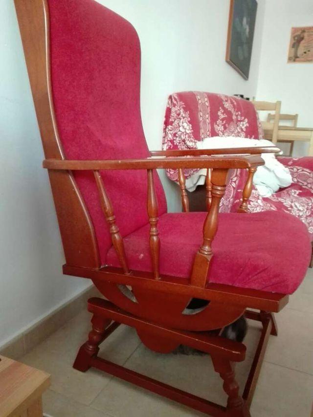 Mecedora sillon vintage roja