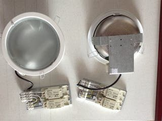 2 Plafones Downlight + 1 Bombilla
