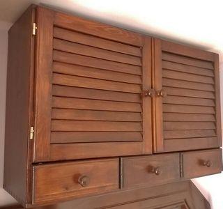 Armario de madera maciza