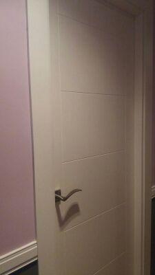 Puerta habitacion blanca