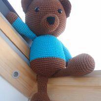 Muñeco amigurumi oso.