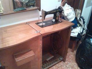 .Maquina de coser antigua.
