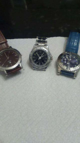 Tres relojes una maquinaria alemana