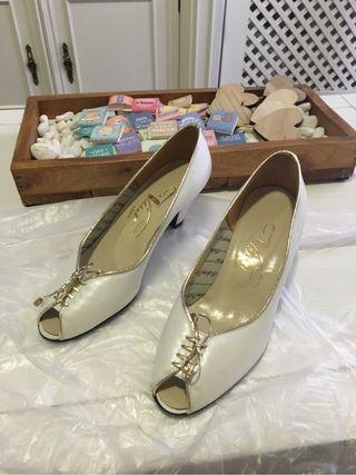 Zapatos piel color blanco VIAN.