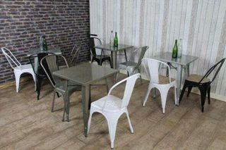 Mesa y sillas estilo industrial / vintage