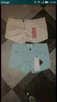 Pantalones con etiquetas