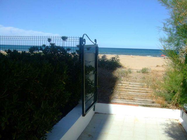 Apartamento 1a línea playa xeraco (alquiler)