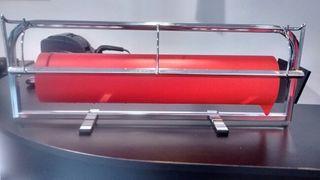 Porta rollos con bobina de papel regalo rojo