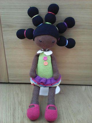 Muñeca amigurumi.