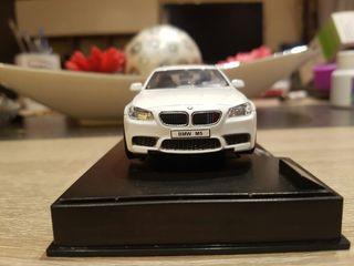 MAQUETA 1/38 BMW M5 BLANCO