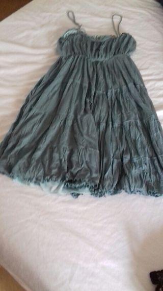 Vestido verde turquesa y vestido negro.semi nuevo