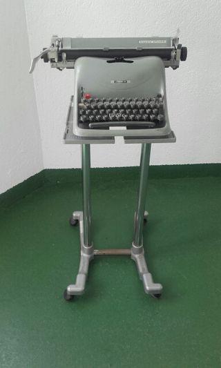 Maquina de escribir Olivetti Lexicon 80.