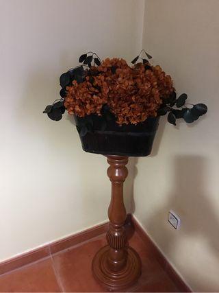 Pie de madera artesanal torneado y tiesto de flore