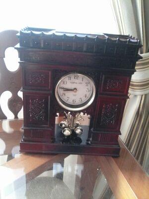 Reloj ornamental con joyero