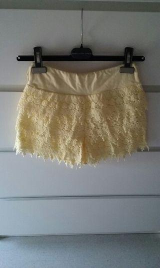 Pantalón corto, short amarillo. S