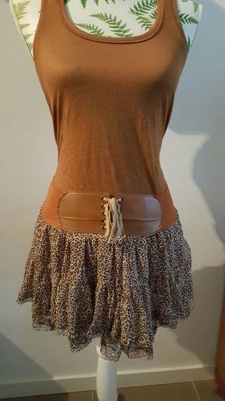 Conjunto de falda y camiseta