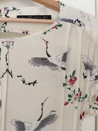 Vestido con motivos japoneses. Zara