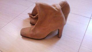 Botas de ante color camel. N.37