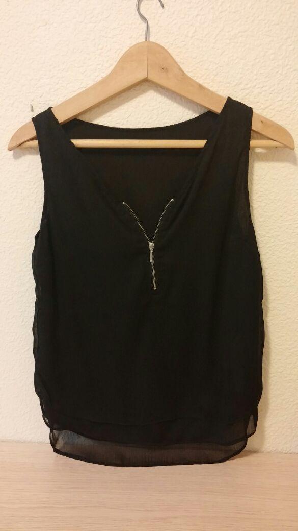 Blusa negra BERSHKA talla S