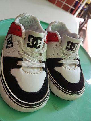 Zapatillas de bebe DC numero 17