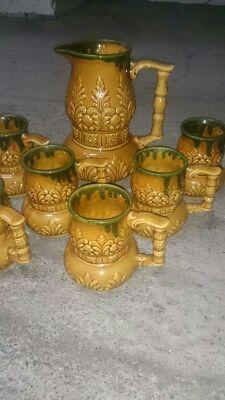 Juego de jarra y tazas antiguas