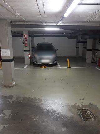 Garaje amplio.Puerta automatica Carrefour MACARENA