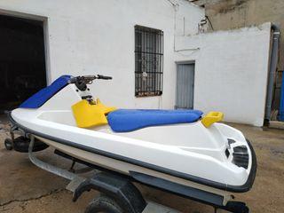 Moto agua Bombardier triplaza con remolque