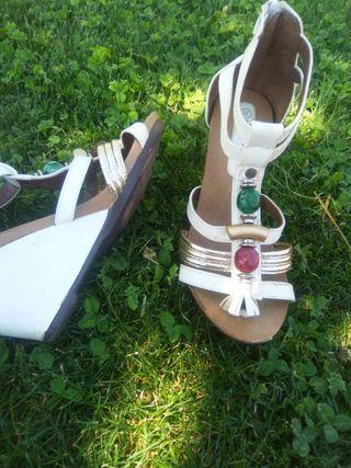 Sandalias blancas Atrás TienesUnas con AbaloriosY Aquí cuña fy67gb
