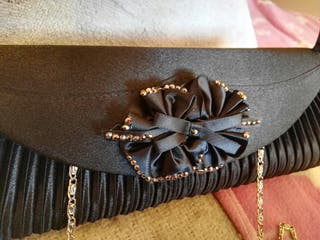 Bolso negro de fiesta muy bonito