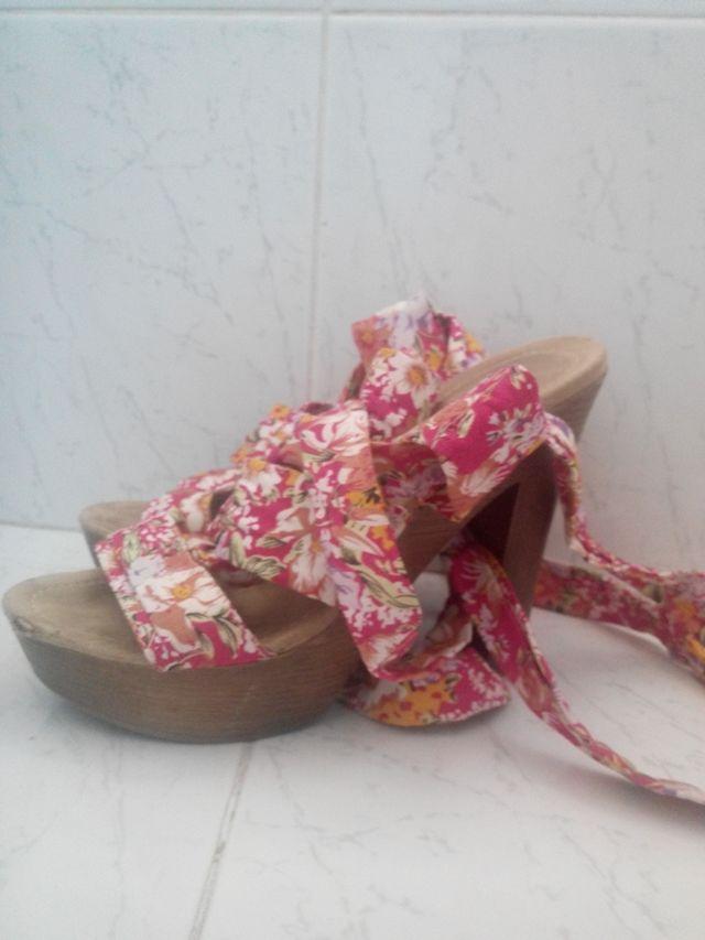 Sandalia de tacón