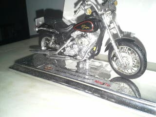 Harley Davidson 2000 FXDL Dyna Low Rider 1:18
