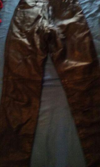 Pantalon de cuero chica, ideal para moteras