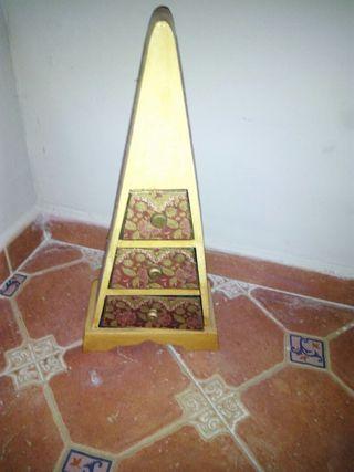 Piramide joyero de madera