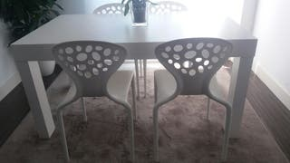 4 Cadeiras / Sillas