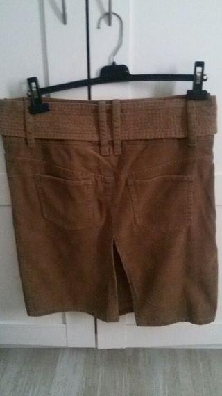 Falda de pana marrón.Rebajado