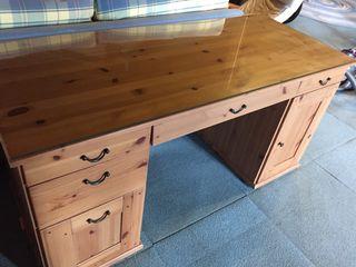 Mesa escritorio con cajones